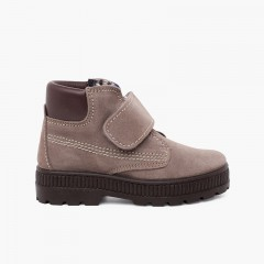 Track sole boots with adherent closure stitching Grey