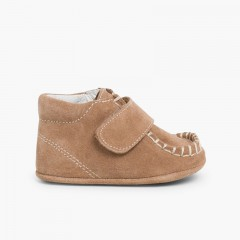 Baby booties in suede with loop fasteners fastenings Taupe