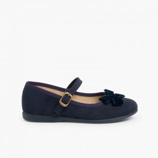 Girl´s Mary Janes with a velvet bow and buckle