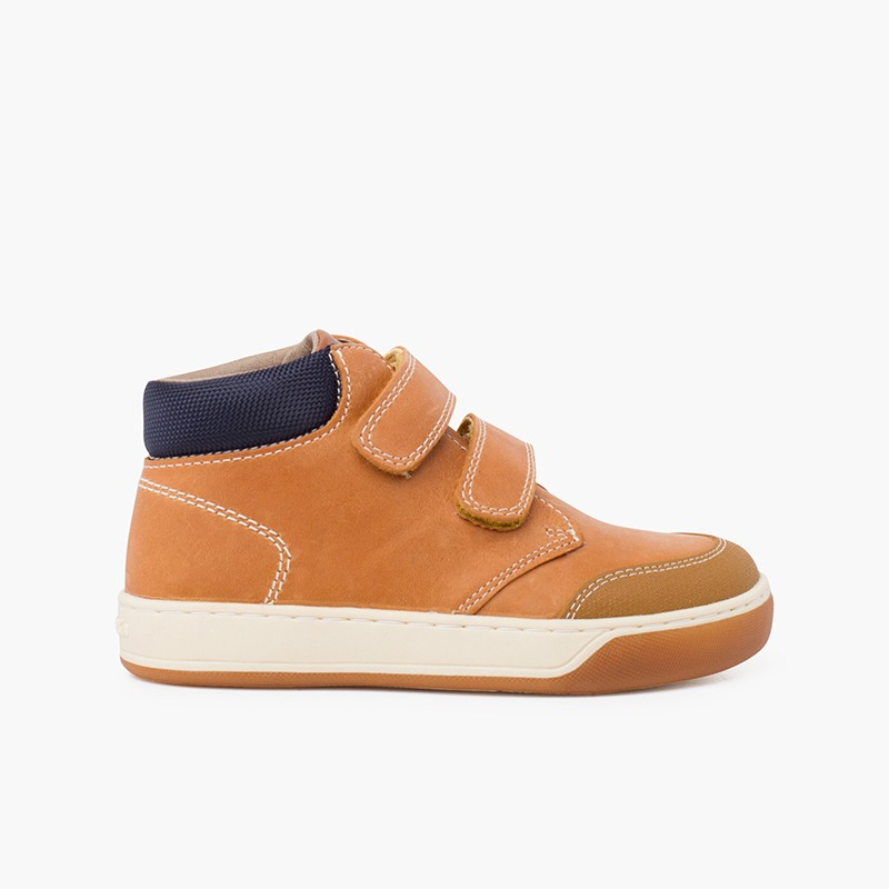 Garvalín casual boot with adherent closure