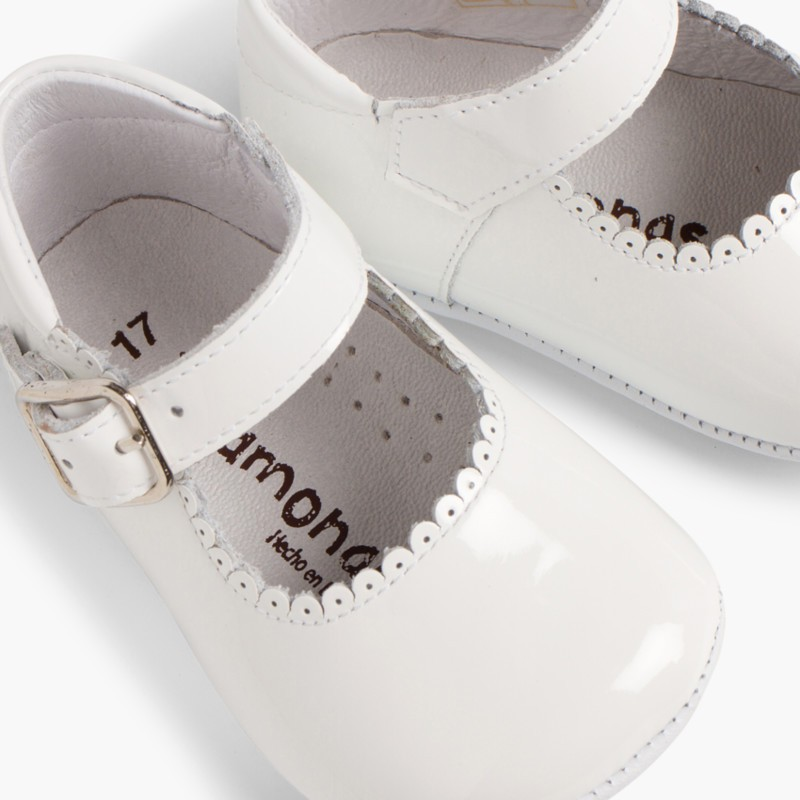 Patent leather Mary Janes for babies with buckle White