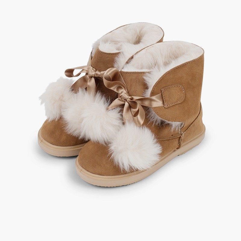 Eskimo girl boots with pompoms