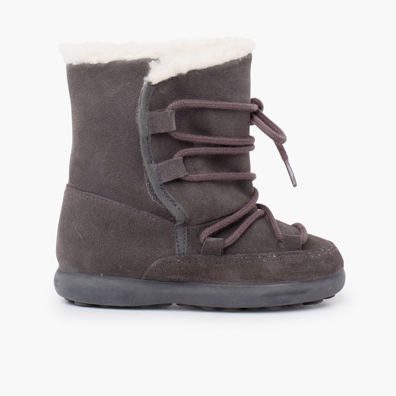 Shearling boots with sticky closure