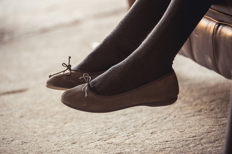 Origen of ballet pumps, ballerina bow shoes and mary janes